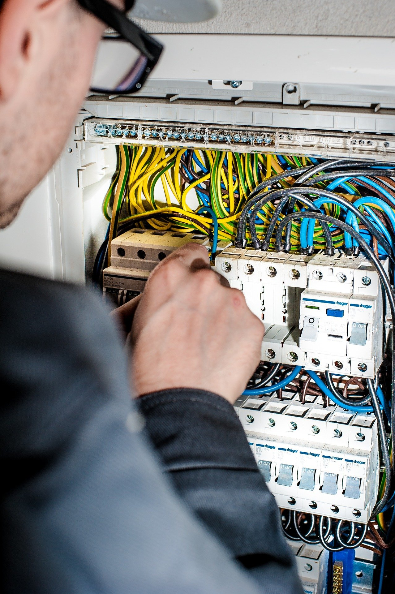 Tips For Working Safely With Electricity Hard Hat Hunter Home Wiring
